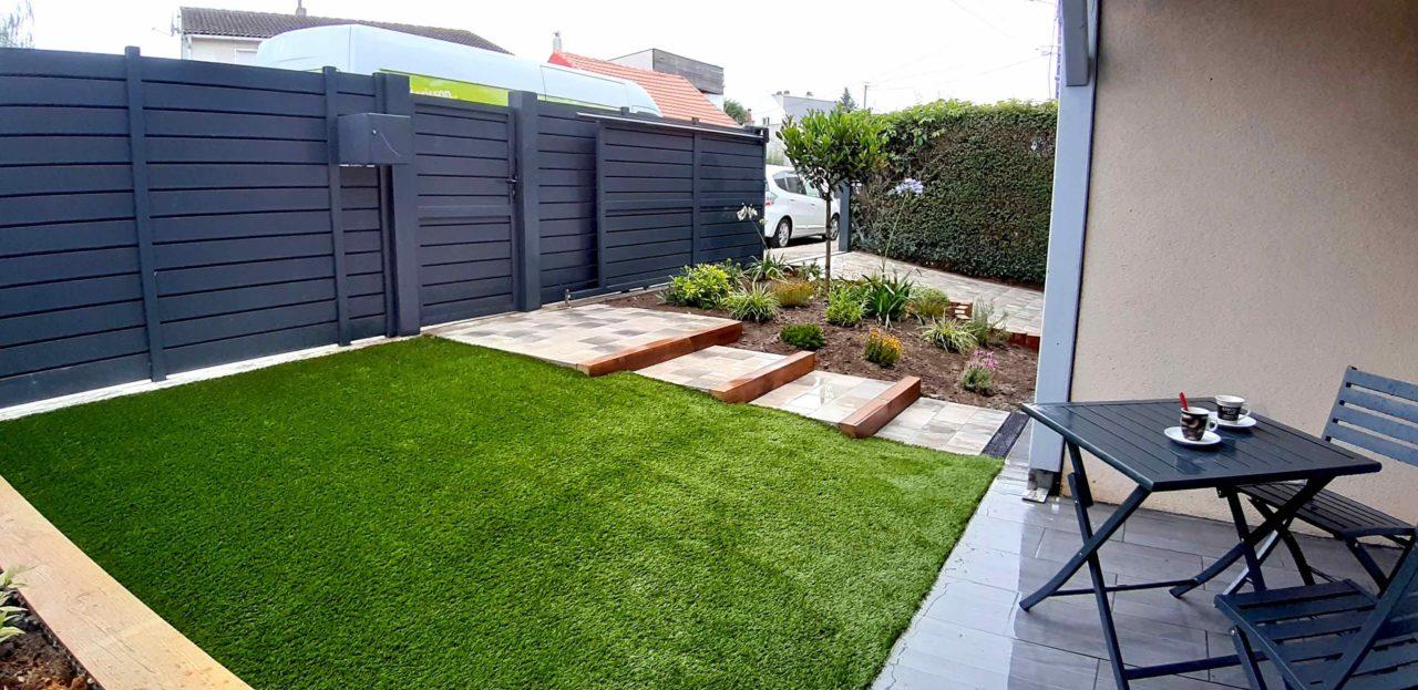 Aménagement jardin extérieur devant maison après intervention Vert Morisson