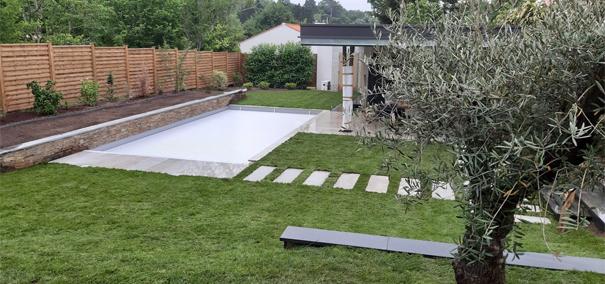 Aménager un jardin autour de la piscine