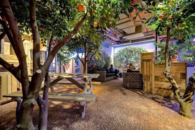 https://www.vert-morisson.fr/wp-content/uploads/2021/10/google-telaviv-plante-artificielle-bureaux-paysagiste.jpg